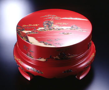 tsuikin applique lacquerware lidded thay for holding lacwuer and ceramic plates