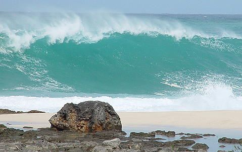 Dangerous Shore Break - Ke`iki Beach, Photo by Claudia Ferrari.
