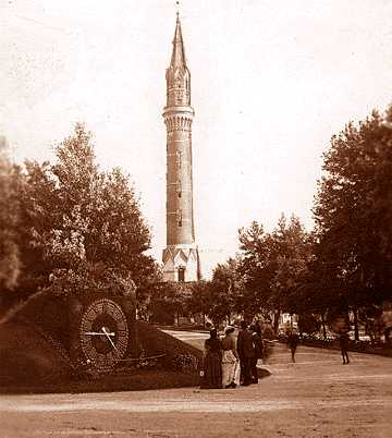 Visitors to the park gather at Elbridge A. Scribner's floral clock in this 1900 photo.