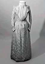 1900s mono-bosom style