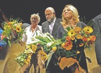 Komunizmus - Divadlo Aréna J. Kukura, V. Klimáček a Z. Studenková (foto Peter Procházka)